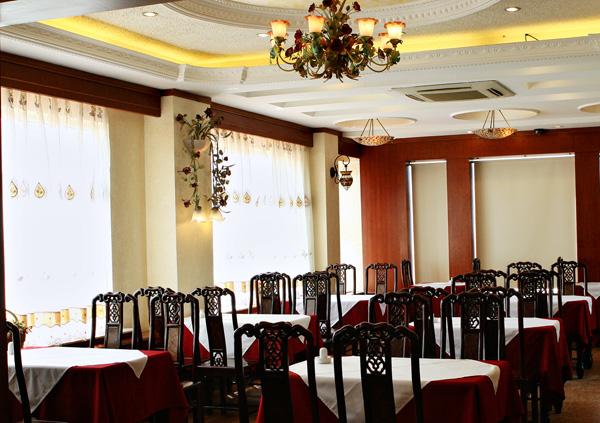 Nhà hàng cung cấp dịch vụ ăn uống của khách sạn Hoa Hồng