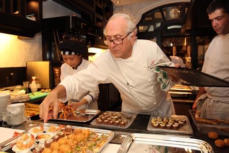 Đầu bếp Michael Roux lừng danh thế giới