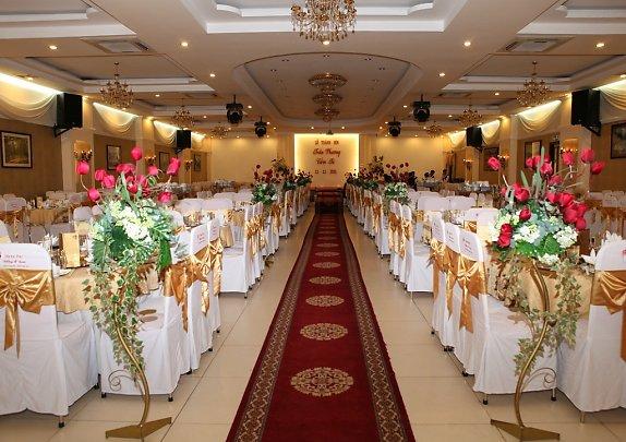 Không gian hoành tráng của nhà hàng Hương Phố