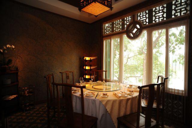 Nhà hàng Lục Thủy có các khung cừa sổ nhìn ra Hồ Gươm