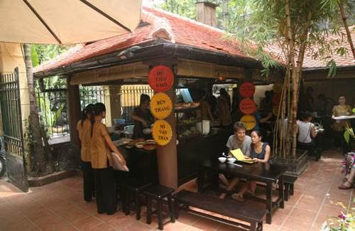 Quán ăn Ngon với khung cảnh phiên chợ quê thuần Việt