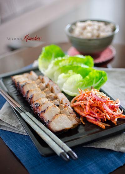 Làm món thịt ba chỉ nướng với salad kiểu Hàn Quốc