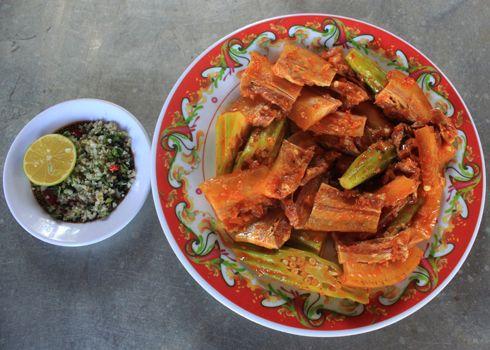 Thịt heo rừng nướng ăn kèm muối ớt xanh