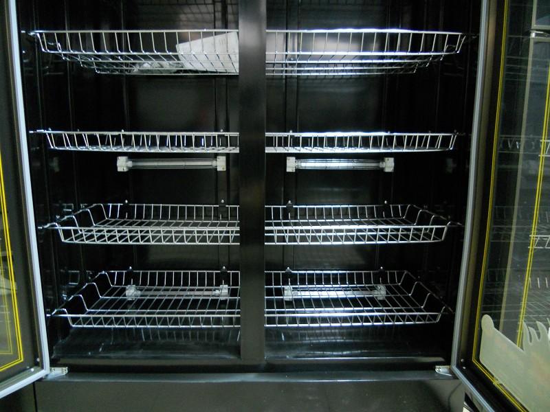 Bên trong tủ sấy bát 2 cánh inox BEP36-2C